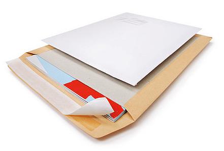 Versandtasche-papprückwand